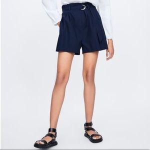 Belted poplin shorts